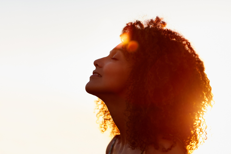 Quais são os benefícios da vitamina D para a pele e onde encontrar?